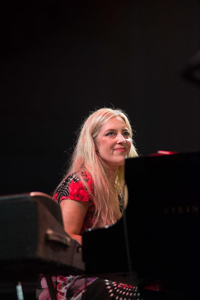 Anke Helfrich Trio & Tim Hagens@JB2016